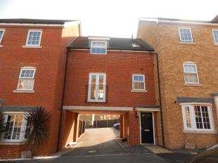 2 Bedrooms Maisonette Flat for sale in Hazel Avenue, Minster On Sea, Sheerness, Kent