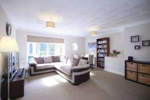 2 Bedrooms Flat for sale in Riverside Walk, The Alders, West Wickham, Kent