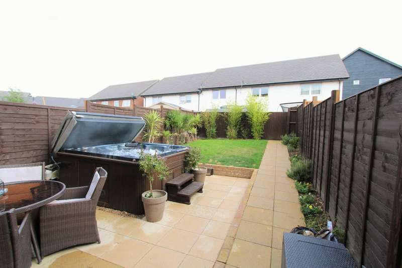 3 Bedrooms Semi Detached House for sale in Southfields Green, Gravesend