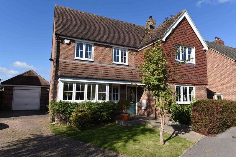 4 Bedrooms Detached House for sale in Rutherford Close, Highclere