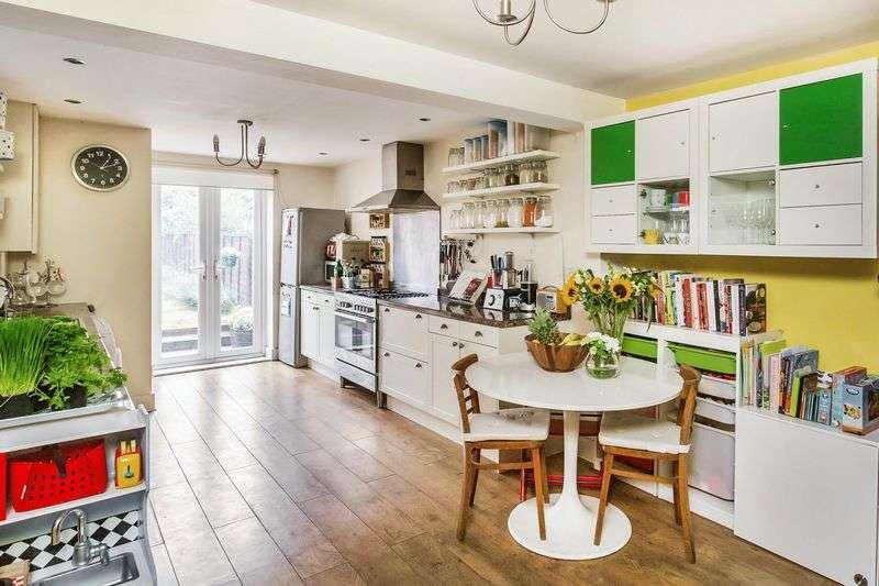 3 Bedrooms Semi Detached House for sale in Pixham, Dorking