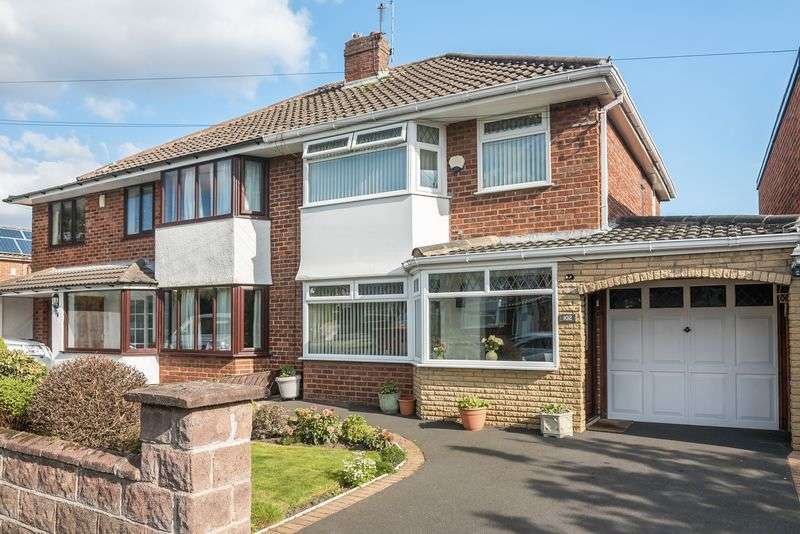 3 Bedrooms Semi Detached House for sale in Clent Avenue, Lydiate