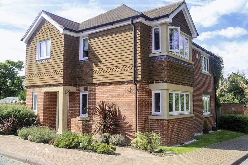 4 Bedrooms Detached House for sale in Rocklands Drive, SOUTH CROYDON