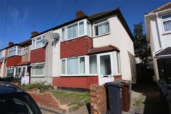 3 Bedrooms Detached House for sale in New Road, Dagenham
