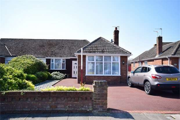 3 Bedrooms Semi Detached Bungalow for sale in 45 Scarborough Road, LYTHAM ST ANNES, Lancashire