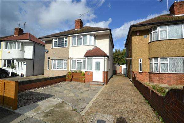 3 Bedrooms Semi Detached House for sale in Northumberland Crescent, Bedfont