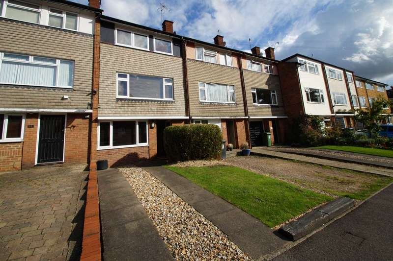 4 Bedrooms Town House for sale in Ebberns Road, Apsley, Hemel Hempstead