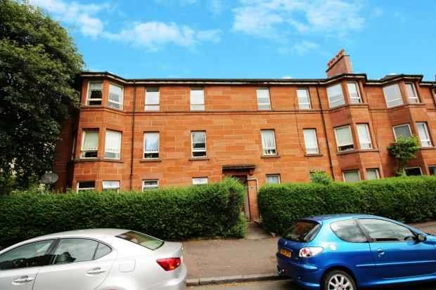 3 Bedrooms Apartment Flat for sale in Boyd Street, Glasgow, G42 8AG
