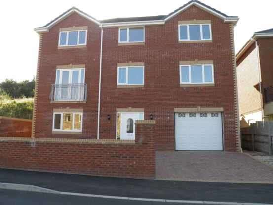 4 Bedrooms Town House for sale in Gelynos Avenue, Blackwood, Gwent, NP12 0AT