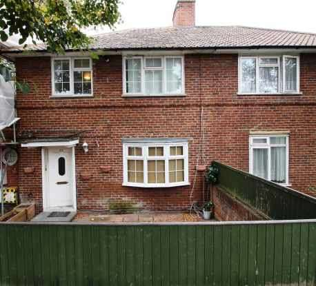 3 Bedrooms Flat for sale in Bryony Rd, London, Greater London, W12 0SS