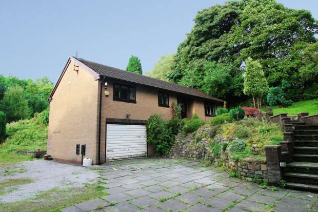 3 Bedrooms Detached Bungalow for sale in Hall Street, Hyde, Cheshire, SK14 2DA