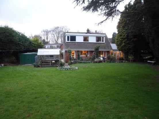 3 Bedrooms Bungalow for sale in Faringdon Road, Warrington, Cheshire, WA2 8NE