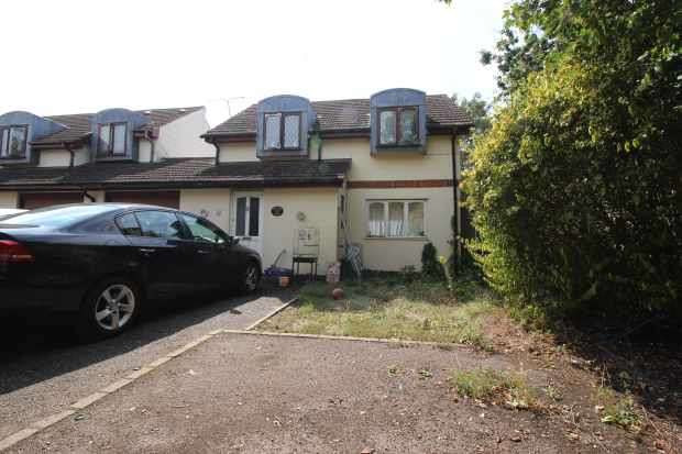 3 Bedrooms Semi Detached House for sale in Curtis Road, Hounslow, Greater London, TW4 5PT