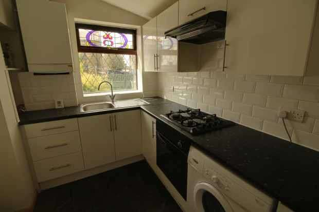 2 Bedrooms Semi Detached House for sale in Holgate Place, Bradford, West Yorkshire, BD13 2BE