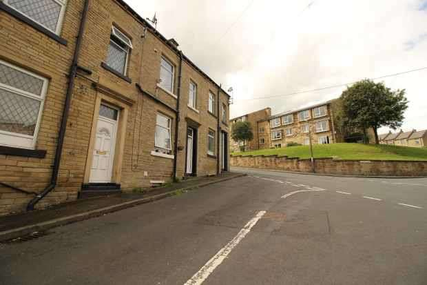 2 Bedrooms Terraced House for sale in Barber Street, Brighouse, West Yorkshire, HD6 1TT