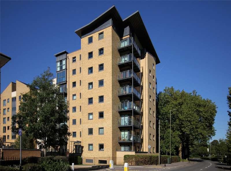 2 Bedrooms Apartment Flat for sale in Regents Court, Victoria Way, Woking, Surrey, GU21