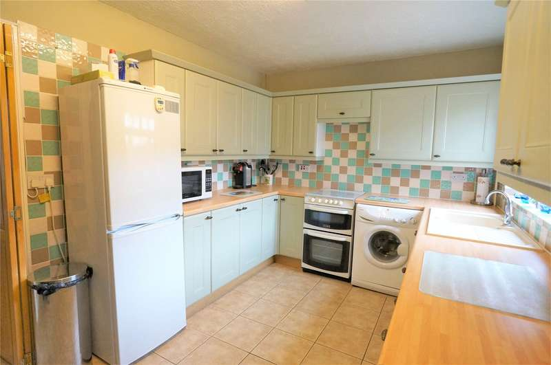 3 Bedrooms Terraced House for sale in Wainscott Road, Wainscott, Rochester, Kent, ME2