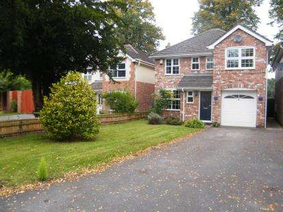 4 Bedrooms Detached House for sale in Buckingham Drive, Winsford, Cheshire, CW7