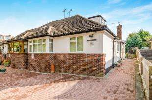 2 Bedrooms Bungalow for sale in Chessington Road, Epsom, Surrey, England