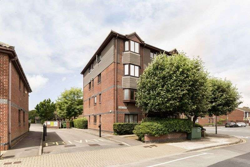 2 Bedrooms Flat for sale in Rowan Court, Southsea