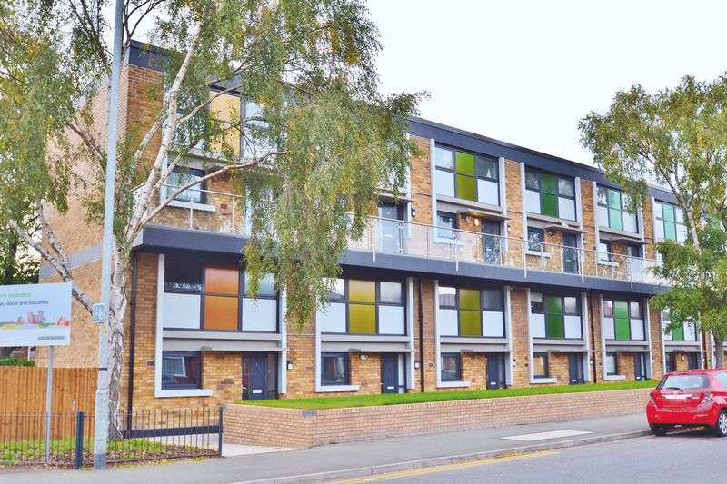 2 Bedrooms Flat for sale in Langworthy Road, Salford