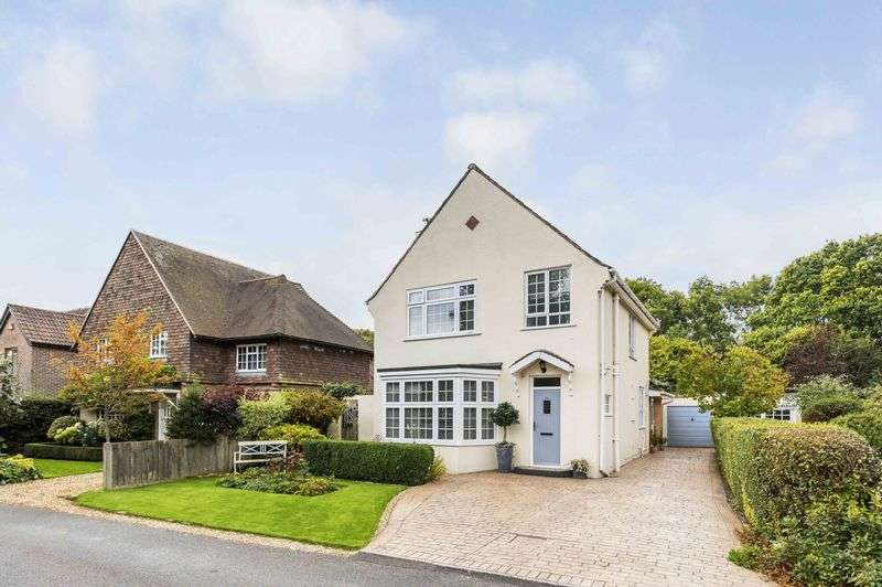 3 Bedrooms Detached House for sale in North Close, Havant