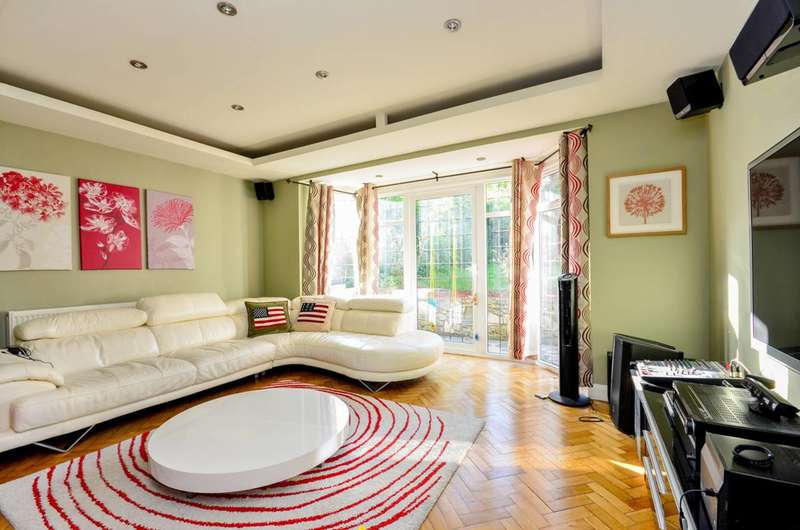 5 Bedrooms Detached House for sale in Pampisford Road, Purley Way, CR8