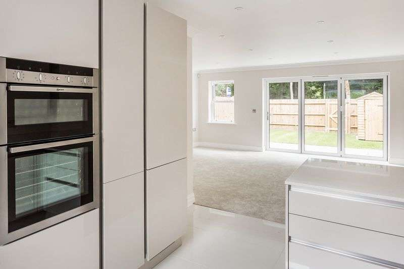 4 Bedrooms Property for sale in Surrey Hills