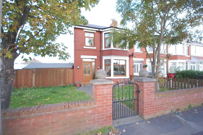 4 Bedrooms End Of Terrace House for sale in Hawes Side Lane, Blackpool