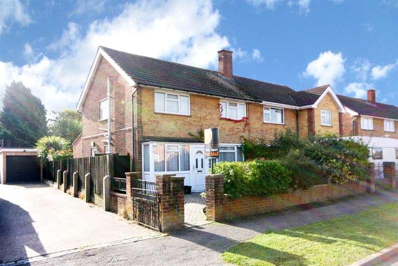 3 Bedrooms Property for sale in The Ridgeway, Horley