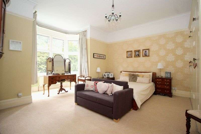 2 Bedrooms Flat for sale in Wray Common Road, Reigate