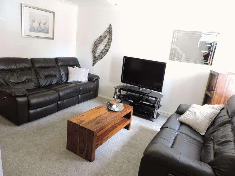 3 Bedrooms Semi Detached House for sale in Little Copse Chase, Chineham