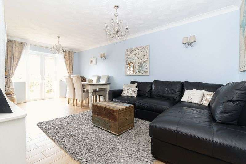 2 Bedrooms Semi Detached Bungalow for sale in The Broadway, Minster on Sea