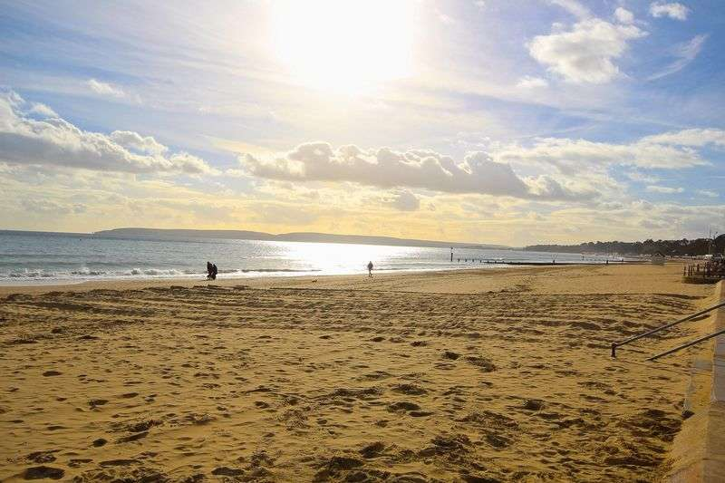 2 Bedrooms Flat for sale in Commercial Road, Bournemouth, BH2.