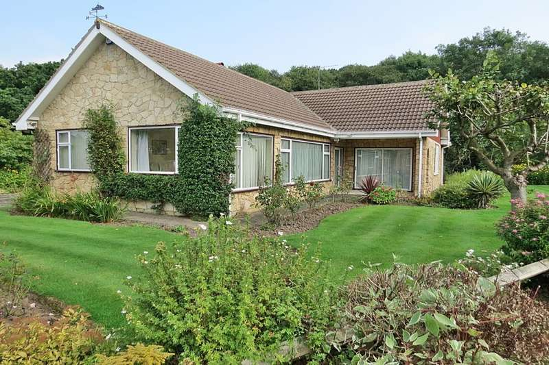 3 Bedrooms Detached Bungalow for sale in The Dell, Bardsey, Leeds, LS17