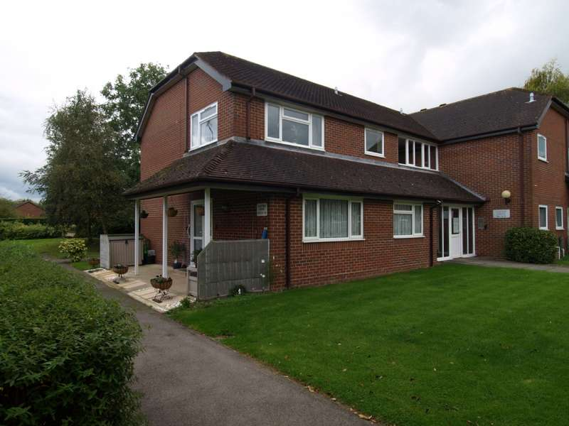 2 Bedrooms Bungalow for sale in Ruskin Court, Newport Pagnell, Buckinghamshire