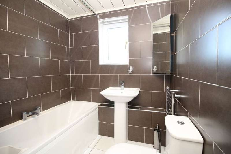 3 Bedrooms Flat for sale in Kerrera Place, Glenrothes, KY7