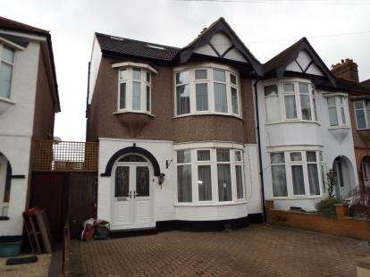 4 Bedrooms Terraced House for sale in Newbury Park, Essex