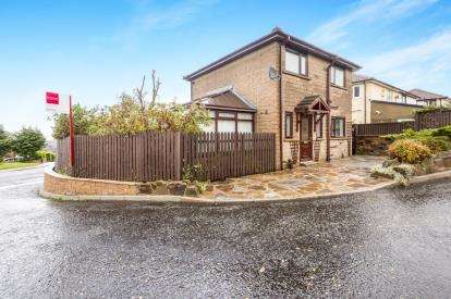 3 Bedrooms Detached House for sale in Hillside Close, Burnley, Lancashire