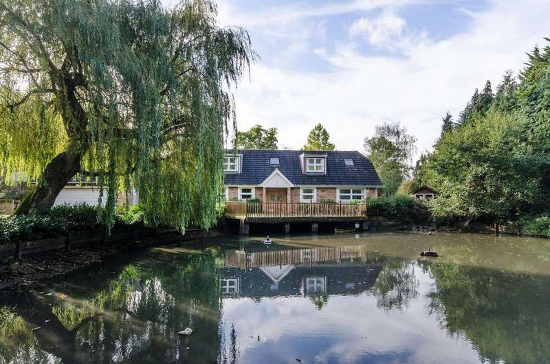 6 Bedrooms Detached House for sale in Home Farm Road, Rickmansworth, WD3