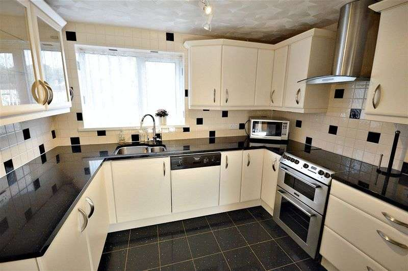2 Bedrooms Flat for sale in Llanyravon Square, Cwmbran