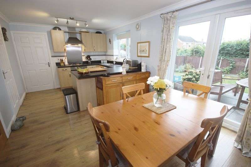 4 Bedrooms Detached House for sale in Derek Vivian Close, Pocklington