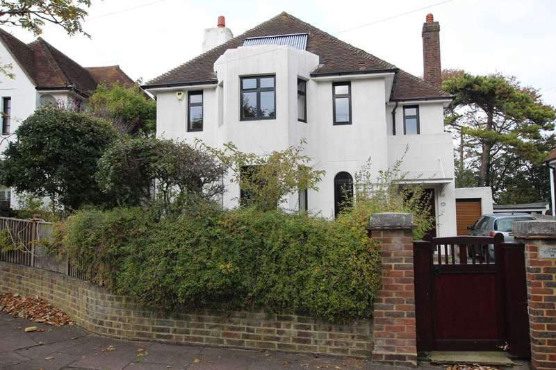 4 Bedrooms Detached House for sale in South Lynn Drive, Eastbourne, BN21 2JF