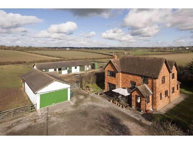 4 Bedrooms Detached House for sale in Winslow Road, Hoggeston, Buckinghamshire. MK18 3LG