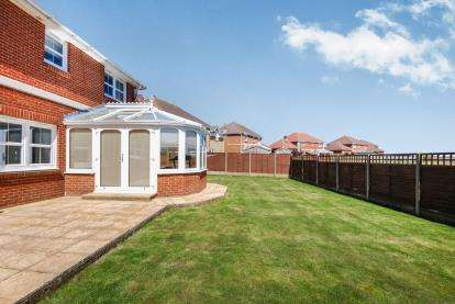 4 Bedrooms Detached House for sale in Totland Bay, Isle Of Wight, Totland