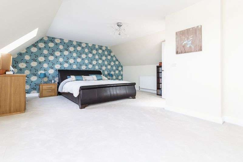 5 Bedrooms Detached House for sale in Augustine Road, Minster on Sea