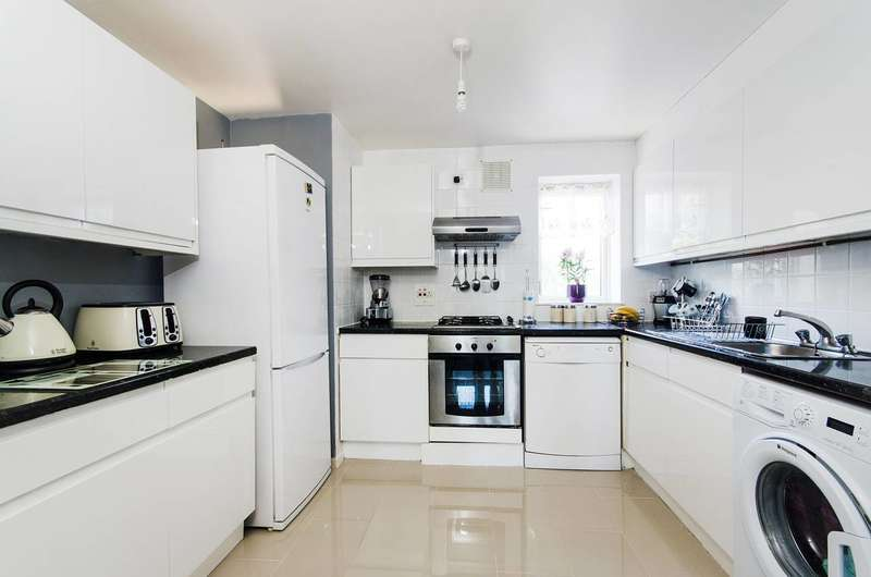 2 Bedrooms Flat for sale in Francis Road, Harrow, HA1