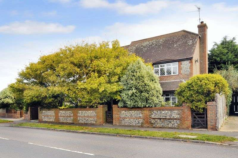 5 Bedrooms Detached House for sale in North Lane, East Preston