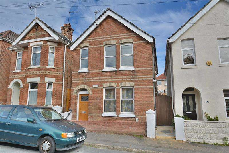 3 Bedrooms Detached House for sale in Lyell Road, Parkstone, Poole