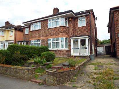 4 Bedrooms Semi Detached House for sale in Clayhall, Essex